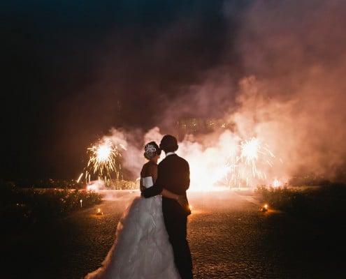 Leises Feuerwerk zur Hochzeit auf der Insel Mainau Brautpaar und Sonnen