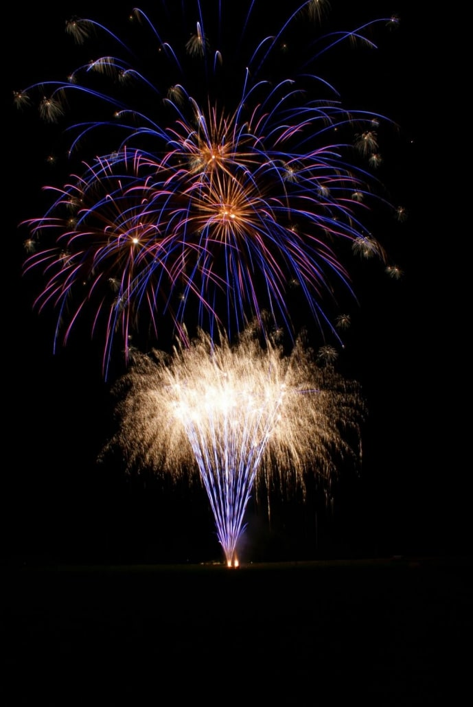 Lichterwerk Feuerwerk Stuttgart Großfeuerwerk zum Geburtstag am Golf Club Marhördt Kugelbomben und Cracklingbatterie Blaue Effekte