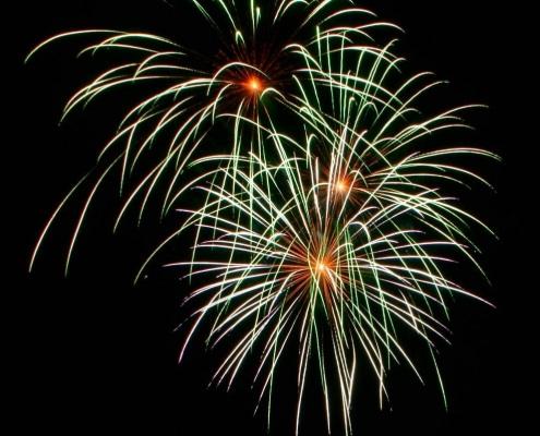 Lichterwerk Feuerwerk Stuttgart Großfeuerwerk zum Geburtstag am Golf Club Marhördt Kugelbomben Grüne Peony