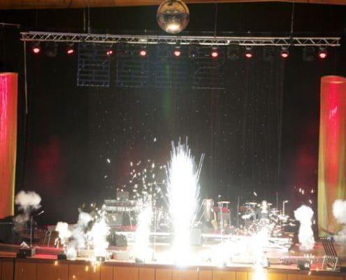 Lichterwerk Feuerwerke Stuttgart Liederhalle Bühnenfeuerwerk Silberblitze