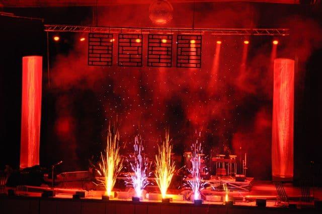 Lichterwerk Bühnenfeuerwerk bunte Fontänen Liederhalle Beethovensaal