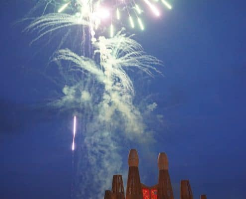 Großfeuerwerk Kugelbombe Grün mit silbernem Palmenherz