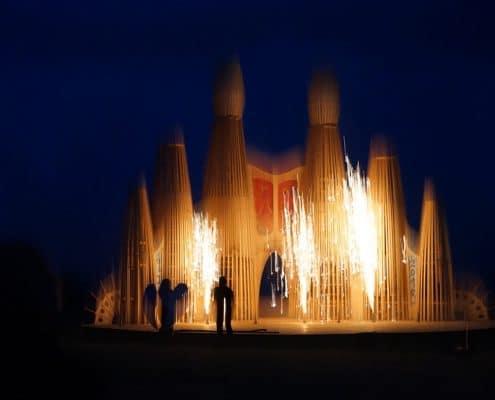 Leises Barock Feuerwerk Bodenfeuerwerk Fontänen auf der RajBurn Bühne